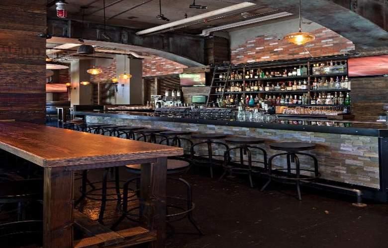 Delta Whistler Village Suites - Restaurant - 13