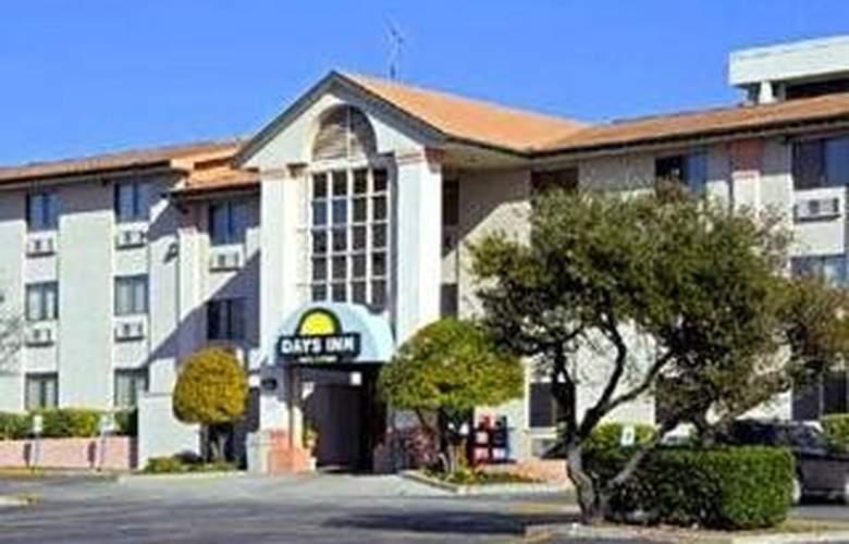 Days Inn Crossroads - Hotel - 0
