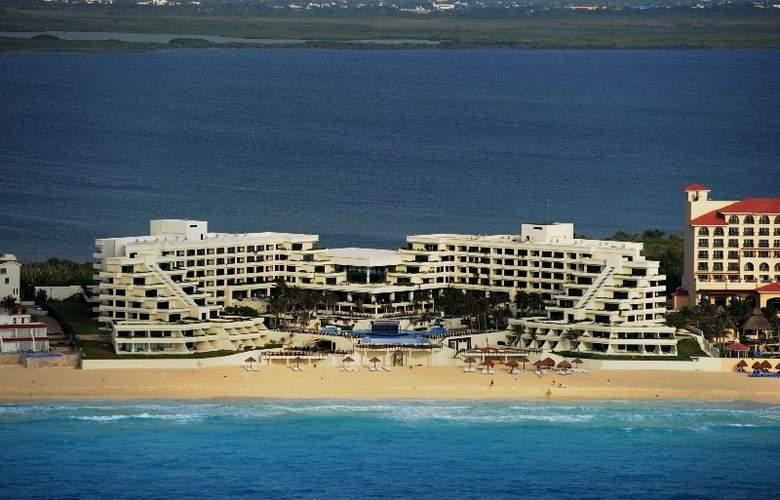 Grand Oasis Sens - Hotel - 0