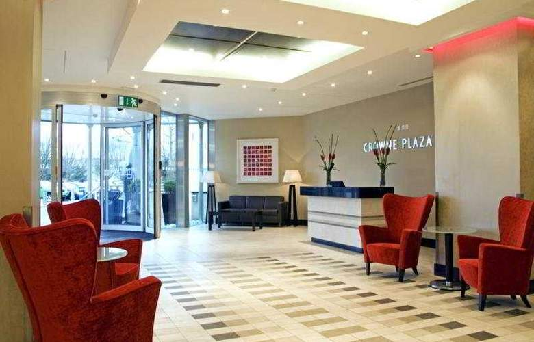Crowne Plaza London Gatwick - Hotel - 0