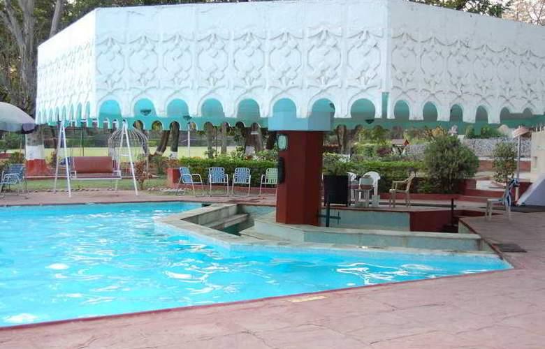 Ambassador Ajanta - Pool - 4