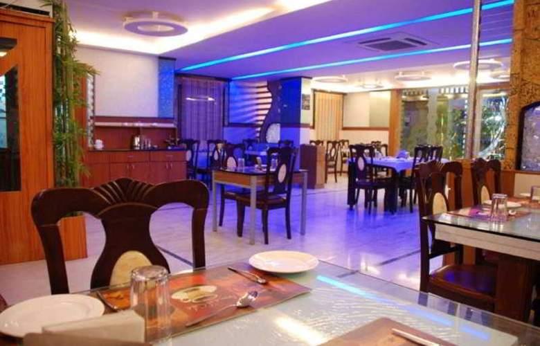Dew Drops - Restaurant - 8