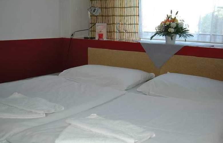 Slavia - Room - 6