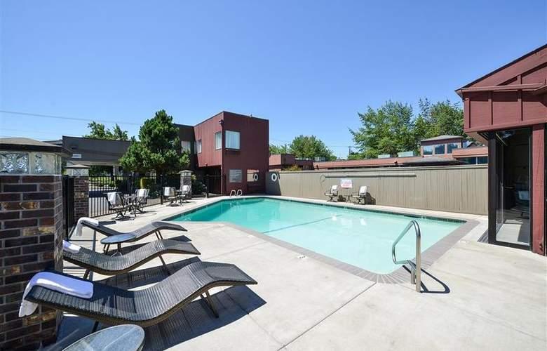Best Western Greentree Inn - Pool - 82