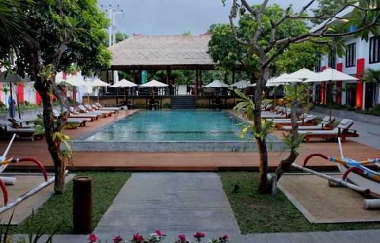 Odua Ozz Hotel Kuta - Pool - 12