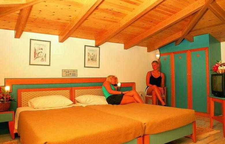 Ilianthos Village Suites - Room - 2
