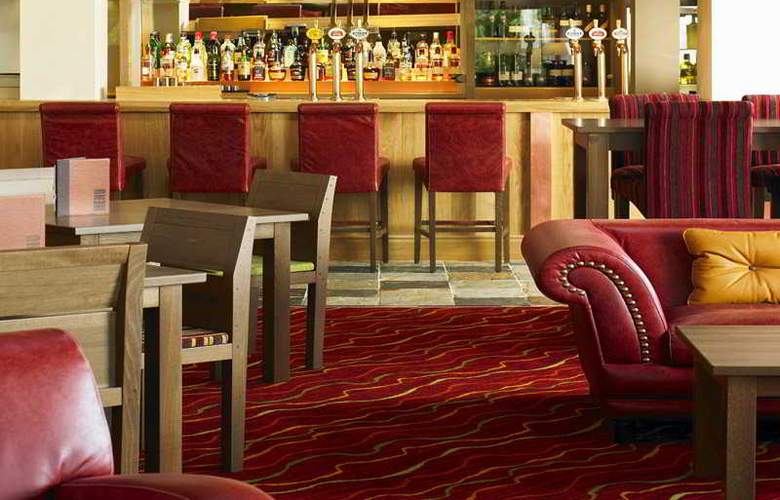 Marriott Tudor Park Hotel & Country Club - Bar - 4