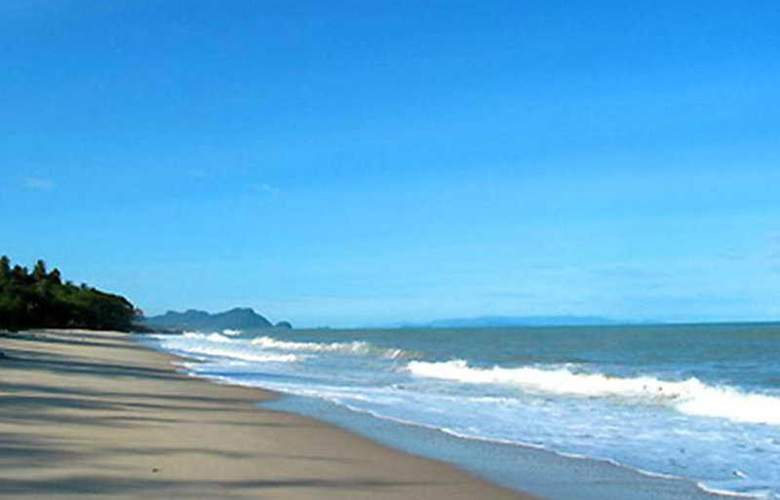Supar Royal Beach Khanom - Beach - 4