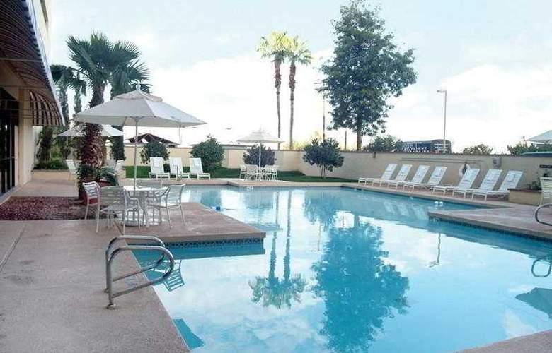 Crowne Plaza Phoenix Airport - Pool - 4