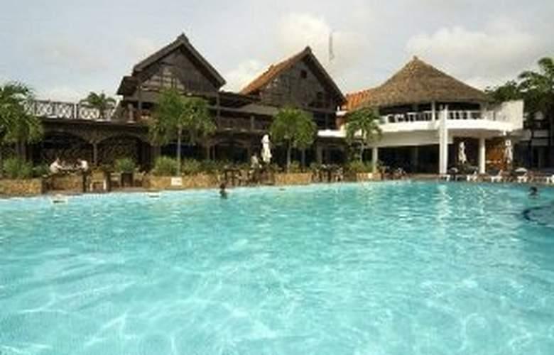 Golden Tulip Accra - Pool - 2