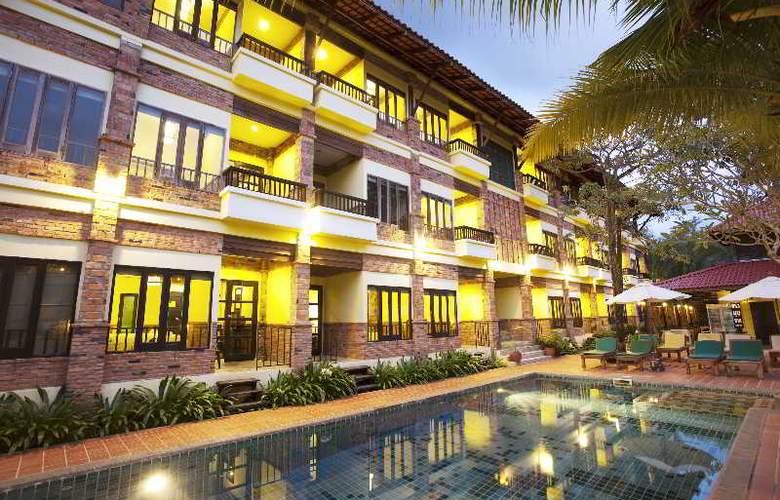Motive Cottage Resort - Bar - 9