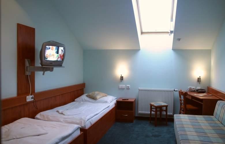 Alton Praga - Room - 6