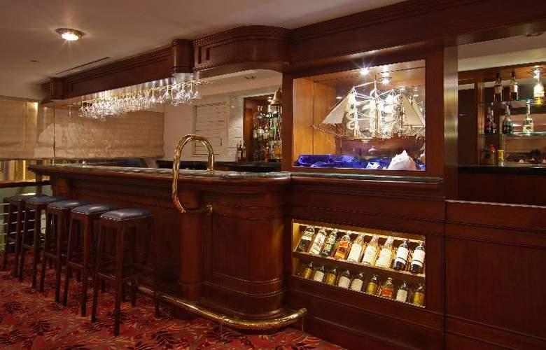 The Riviera Hotel - Bar - 21