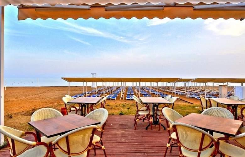 Ramada Resort Side - Terrace - 43