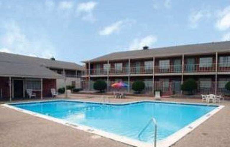 Americas Best Value Inn & Suites - Pool - 4