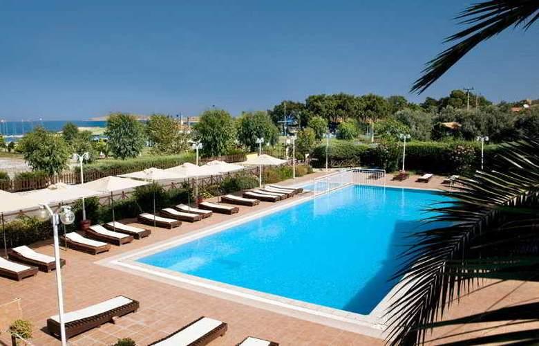 Hanedan Beach - Pool - 7