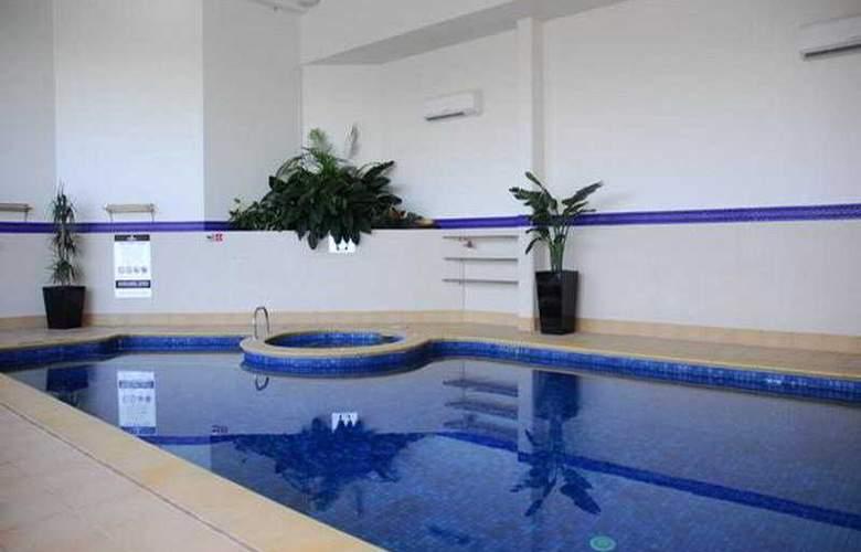 Contessa Condominiums - Pool - 4