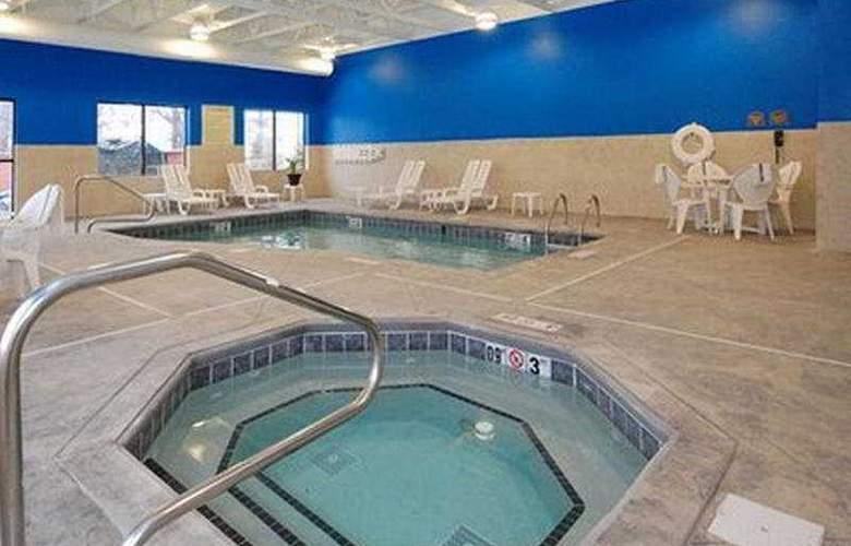 Comfort Suites Chris Perry Lane - Pool - 6