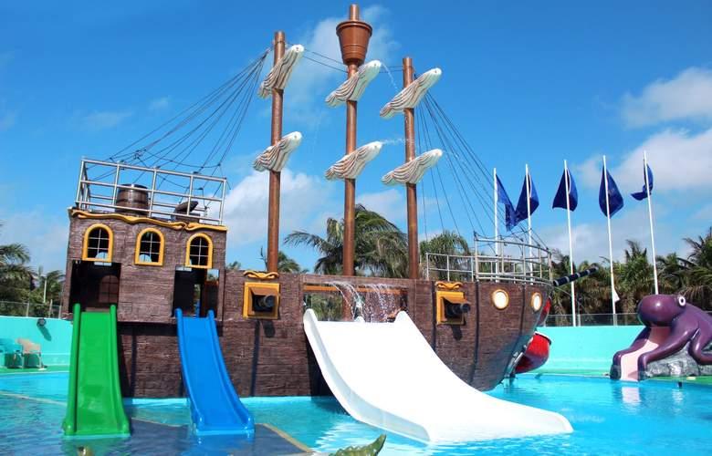 Seadust Cancún Family Resort - Pool - 31