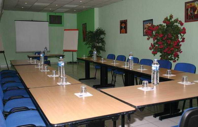 Kyriad Nice Ouest Saint Isidore - Conference - 3