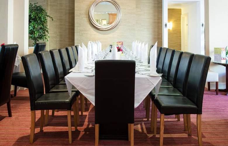 The Monterey - Restaurant - 32