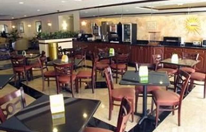 La Quinta Inn & Suites Tampa Central - Restaurant - 10