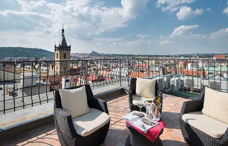 Hotel Suite Home Prague - Terrace - 11