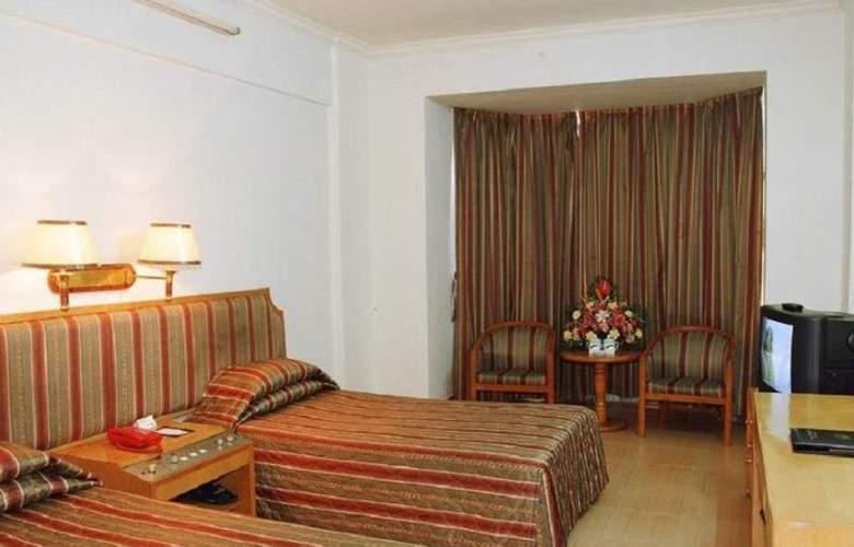 Ramada - Room - 9