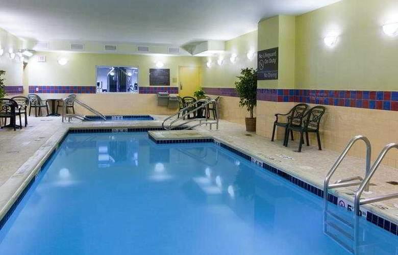 Hampton Inn Center City - Pool - 6
