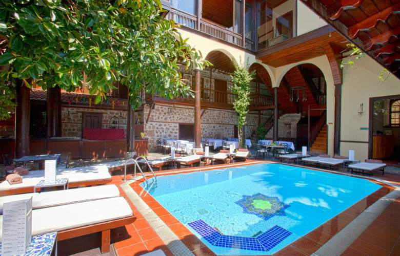 Alp Pasa Hotel - Pool - 9