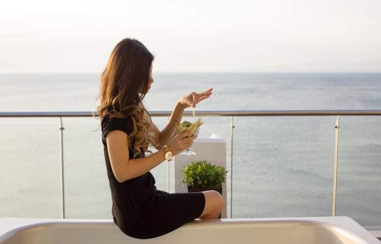 Golden Star Hotel - Terrace - 40
