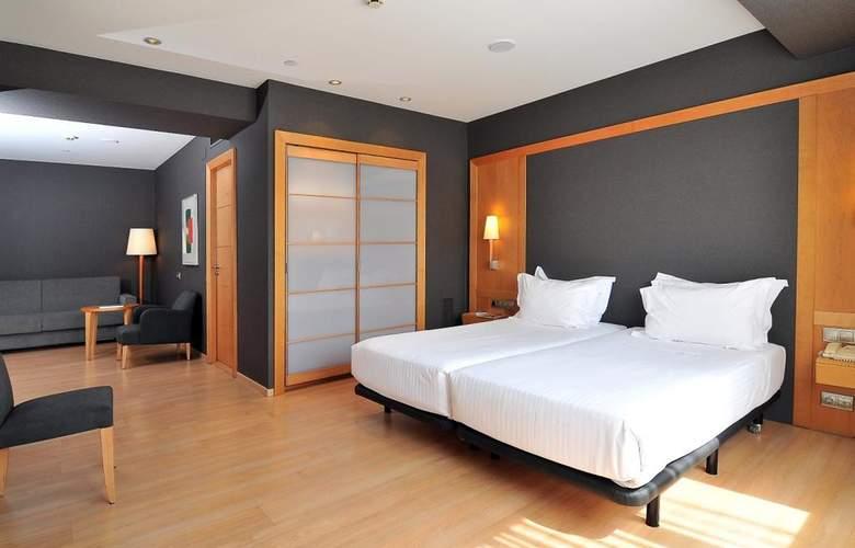 Barcelona Universal - Room - 37