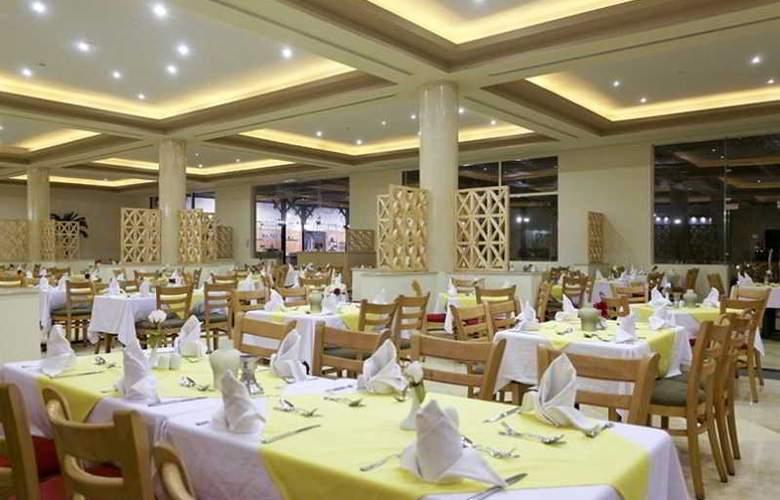Three Corners Sea Beach Resort - Restaurant - 37