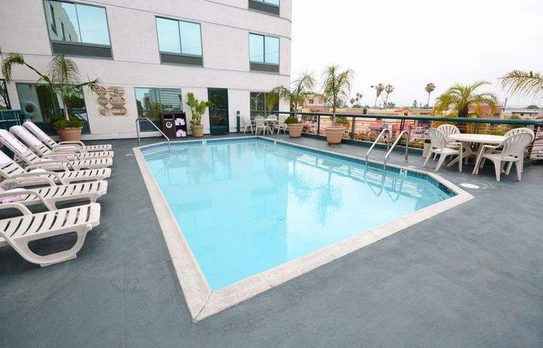 Best Western Plus Suites Hotel - Pool - 56