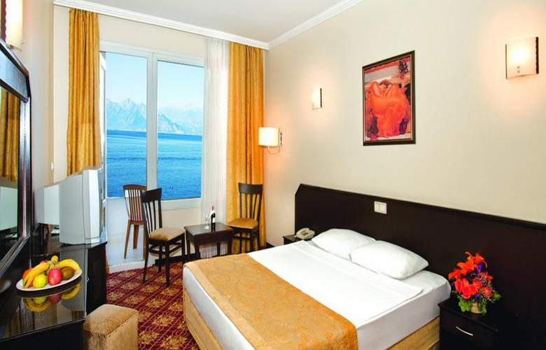Adonis Hotel - Room - 17