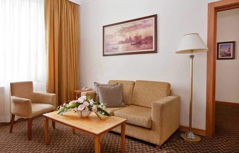 Milan - Room - 13