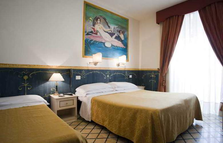Europeo & Flowers - Sea Hotels - Room - 14