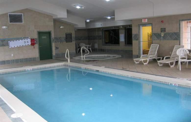 Best Western Executive Inn & Suites - Pool - 127