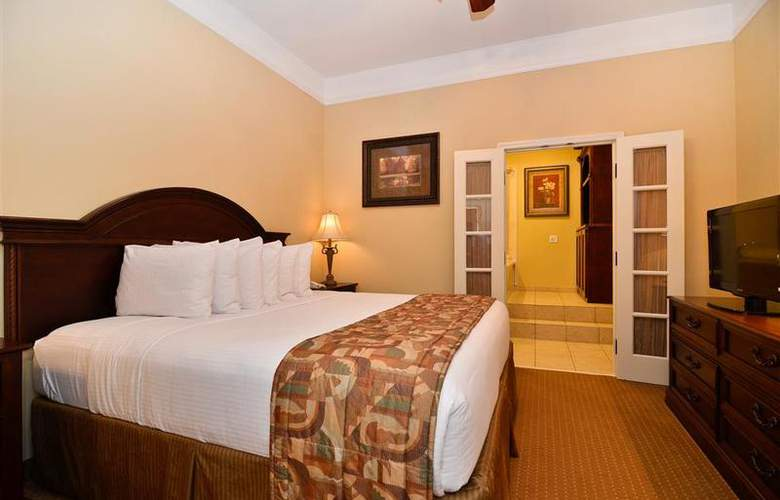 Best Western Plus Monica Royale Inn & Suites - Pool - 136