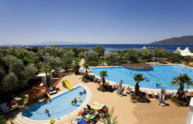Latanya Beach Resort - Pool - 3