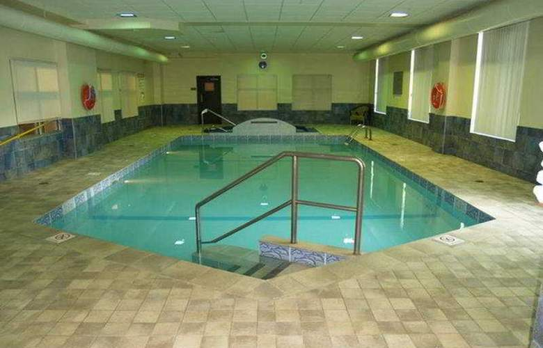Humphry Inn & Suites Winnipeg - Pool - 3