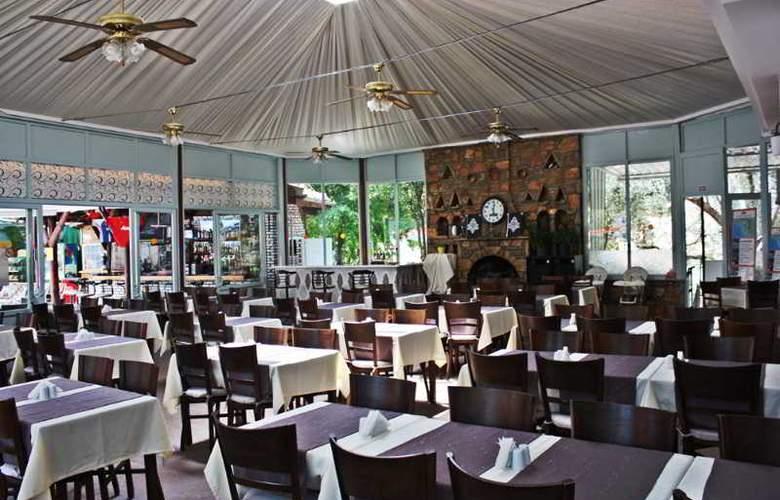 Majestic Hotel - Restaurant - 15