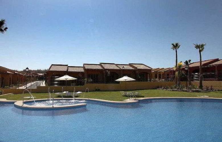 Santara Resort - Pool - 6