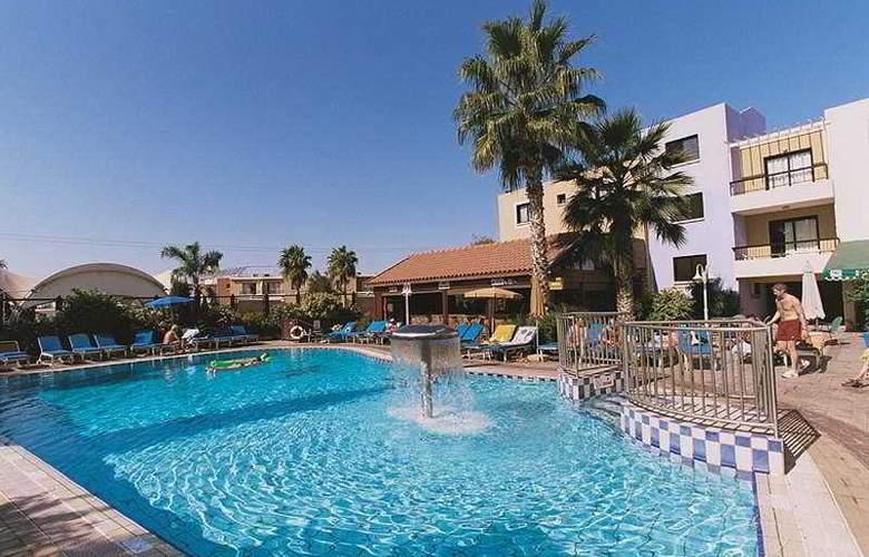 Senator Hotel Apartments - Pool - 5