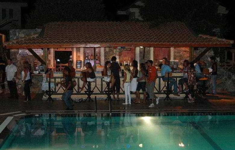 Ova Resort - Bar - 6