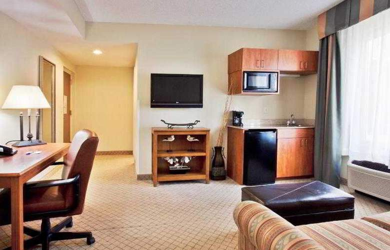 Holiday Inn Express & Suites Tampa - Room - 24
