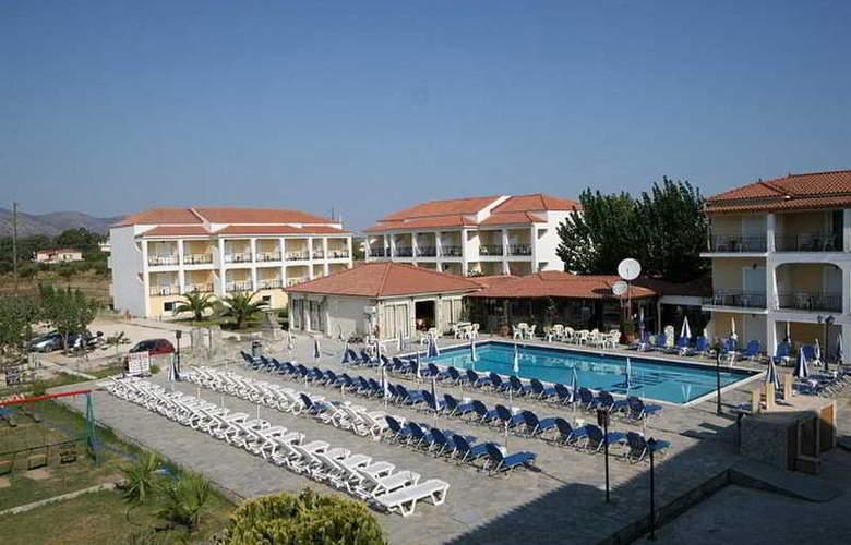 Village Inn - Hotel - 0