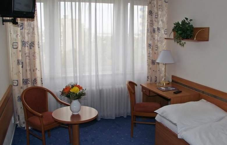 Ilf - Room - 1
