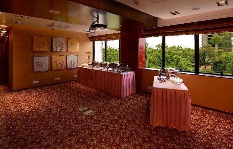 Tulip Inn Ahemadbad - Restaurant - 12
