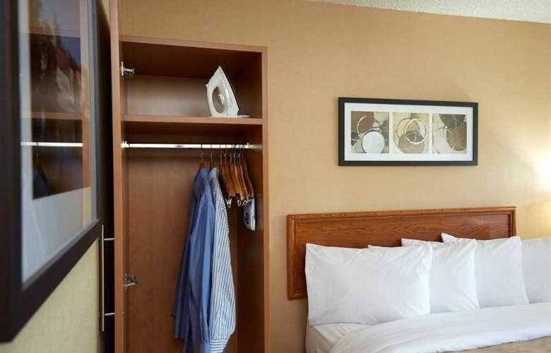 Comfort Inn Laval - Room - 2